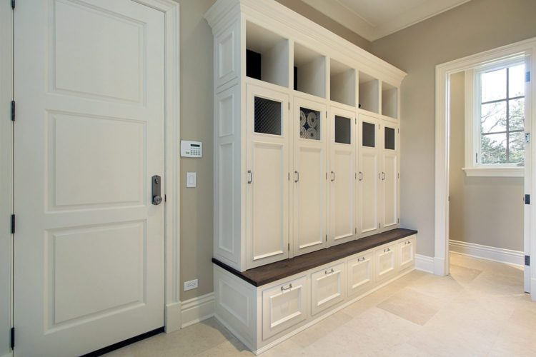 https://seiconstructioninc.com/wp-content/uploads/2015/04/bigstock-Mudroom-With-Lockers-6459069.jpg